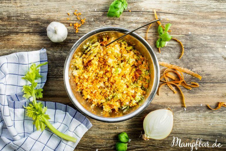 Keine Zeit zum Gemüse schnibbeln abends? Diese leckere Gemüsemischung könnt ihr ganz leicht vorbereiten. Für mehr einfache Tricks wie ihr weniger Zeit mit Kochen verbringen könnt, schaut bei uns auf mampfbar.de vorbei.