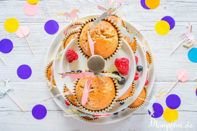 Einhorn-Muffins: leckeres Rezept für den Kindergeburtstag. Mehr gesunde Rezepte für Kinder findet ihr bei uns auf mampfbar.de