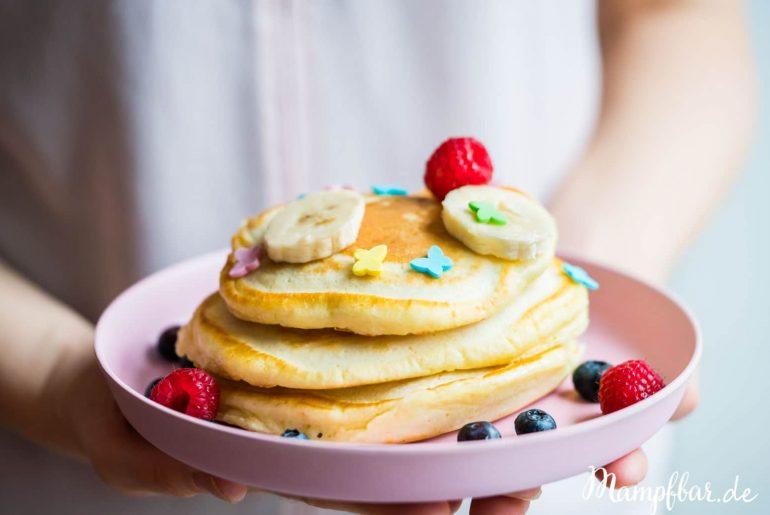 Wunderbare Pfannkuchen, die deine Kinder lieben werden mit nur wenig Zucker.