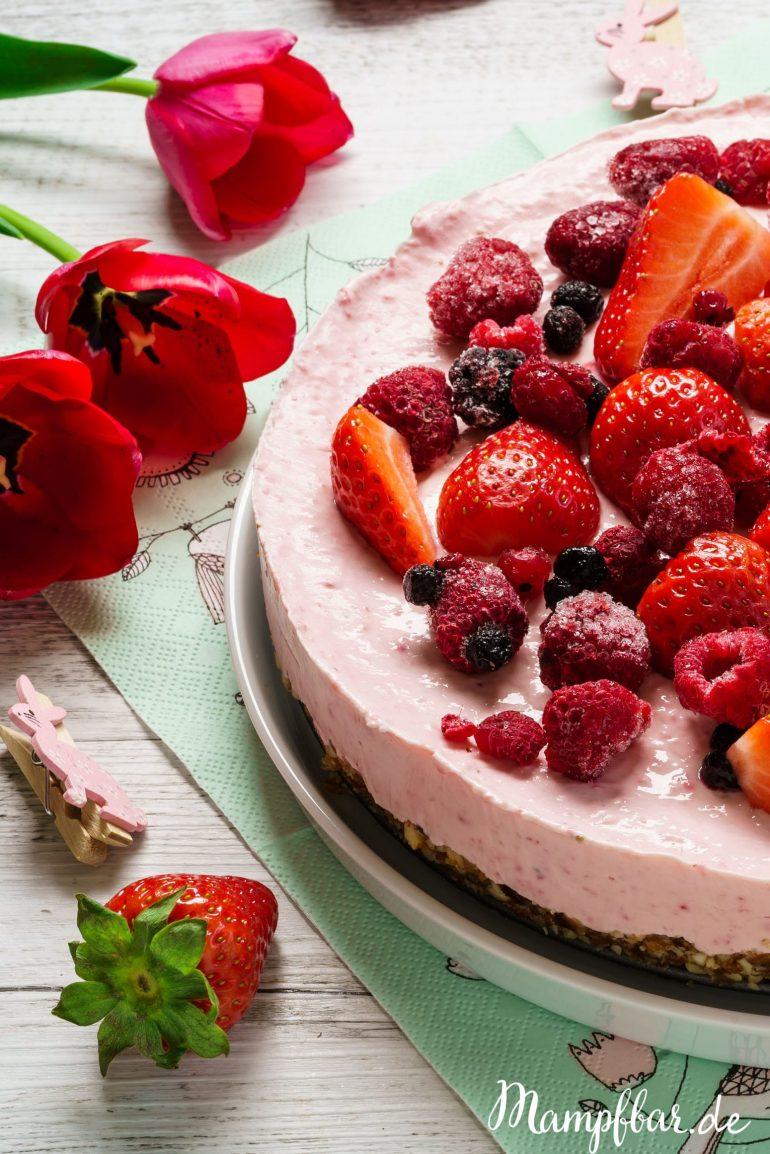 Seid ihr auf der Suche nach einem leckeren Kuchen ohne raffiniertem Zucker? Dieser leckere Cheesecake ist super für Kindergeburtstage. Das ganze Rezept und fünf weitere leckere Ideen findet ihr hier.