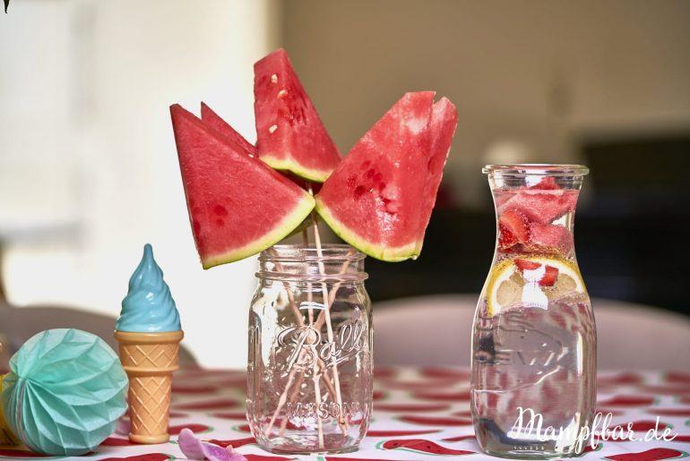 Für alle Mamas: dieser gesunde Snack für Kinder ist super schnell gemacht: Wassermelone am Spieß. Noch mehr leckere Snacks für eure Kleinen, gibt's hier.