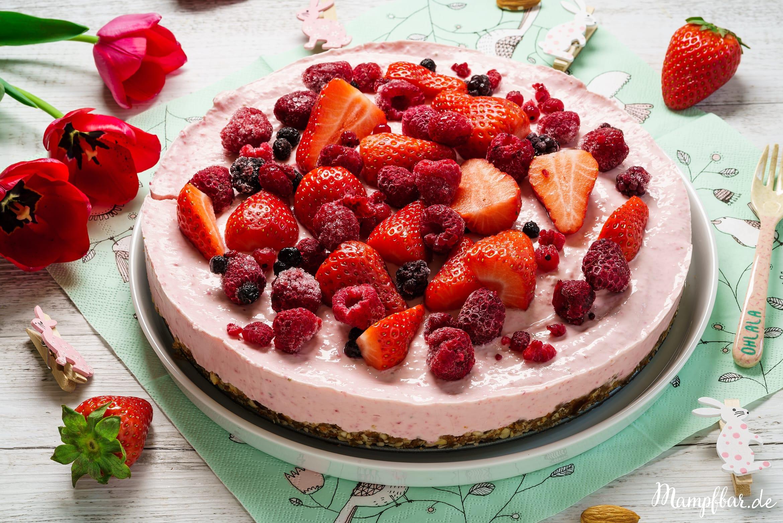 Mit nur ganz wenigen Zutaten und ganz ohne Backen könnt ihr einen super leckeren Cheesecake machen. Toll für Kindergeburtstage und andere Feiern.