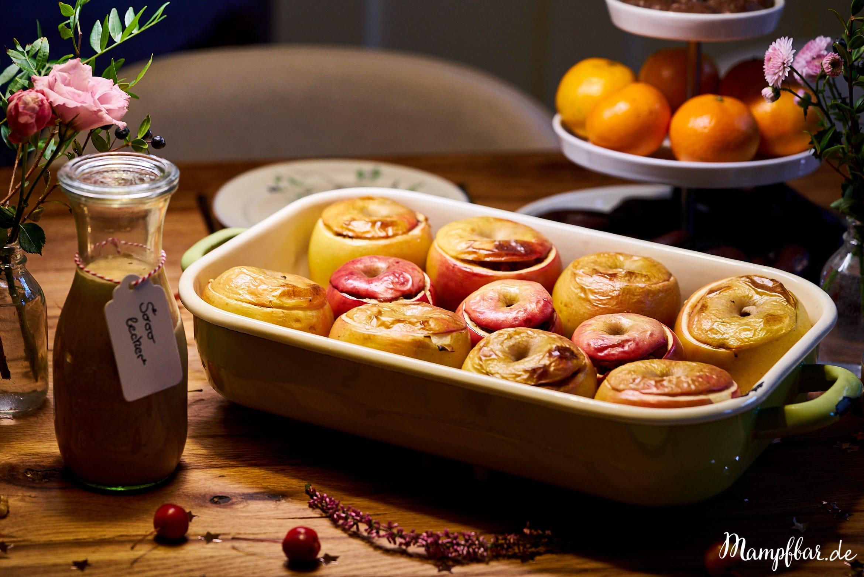 Leckere Bratäpfel mit weihnachtlicher Füllung. Perfekt als Nachtisch für Weihnachten oder am Adventssonntag.